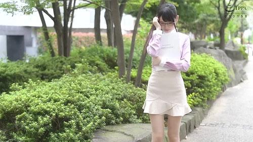 【MDTM-479】在镇上的图书馆工作的眼镜妹 迹美朱里(跡美しゅり)