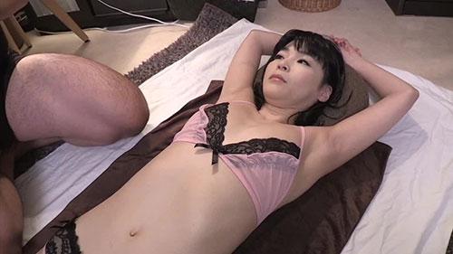 【MADM-109】年轻妻子的美容精油按摩 一二三铃