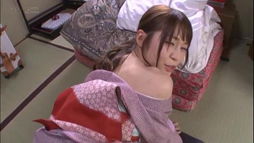 【STARS-082】温泉仲居先生完全主观接待客人 皆川千遥(みながわ千遥)