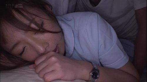 【STARS-107】一直在被窝里 纱仓真菜(紗倉まな)